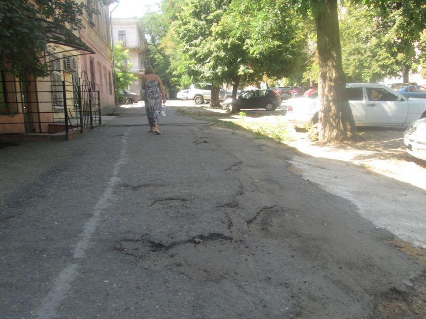 В центре Одессы городские власти не заметили разбитый квартал (ФОТО), фото-10