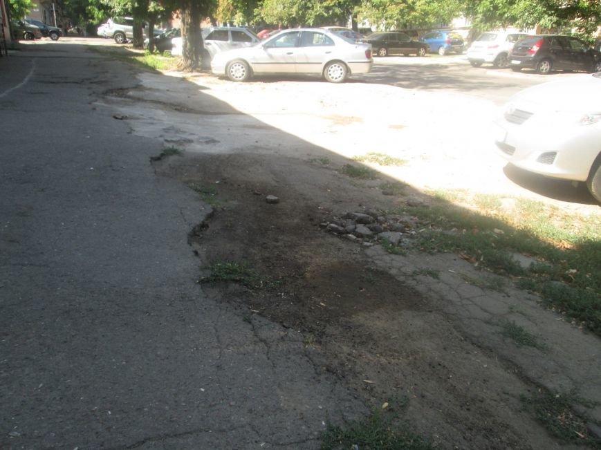 В центре Одессы городские власти не заметили разбитый квартал (ФОТО), фото-9