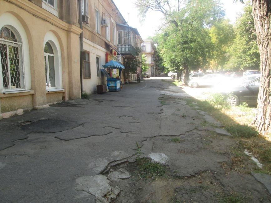 В центре Одессы городские власти не заметили разбитый квартал (ФОТО), фото-8
