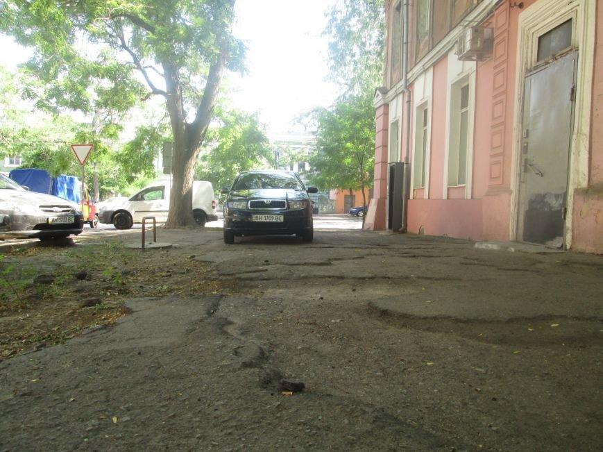В центре Одессы городские власти не заметили разбитый квартал (ФОТО), фото-1