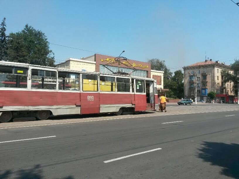 В Мариуполе сломанный башмак остановил движение трамваев (ФОТО), фото-1