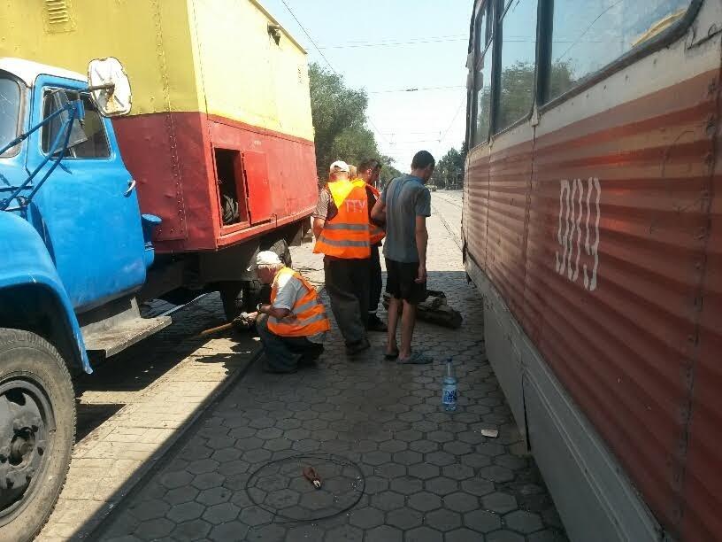 В Мариуполе сломанный башмак остановил движение трамваев (ФОТО), фото-6