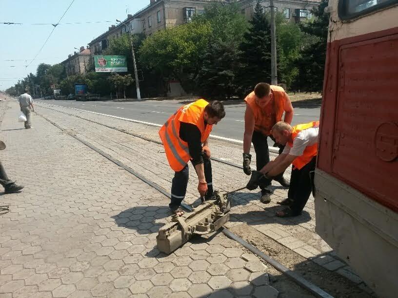 В Мариуполе сломанный башмак остановил движение трамваев (ФОТО), фото-4