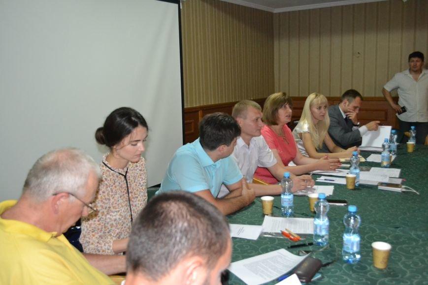 Группа шумных демагогов пыталась сорвать обсуждение предложений к новой редакции Устава громады Кривого Рога (ФОТО), фото-2