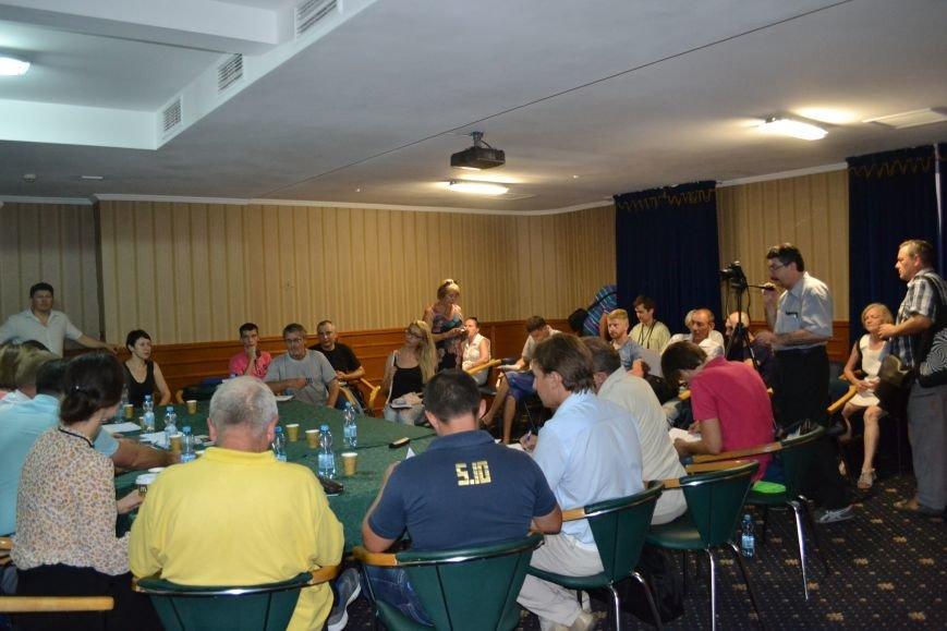 Группа шумных демагогов пыталась сорвать обсуждение предложений к новой редакции Устава громады Кривого Рога (ФОТО), фото-1