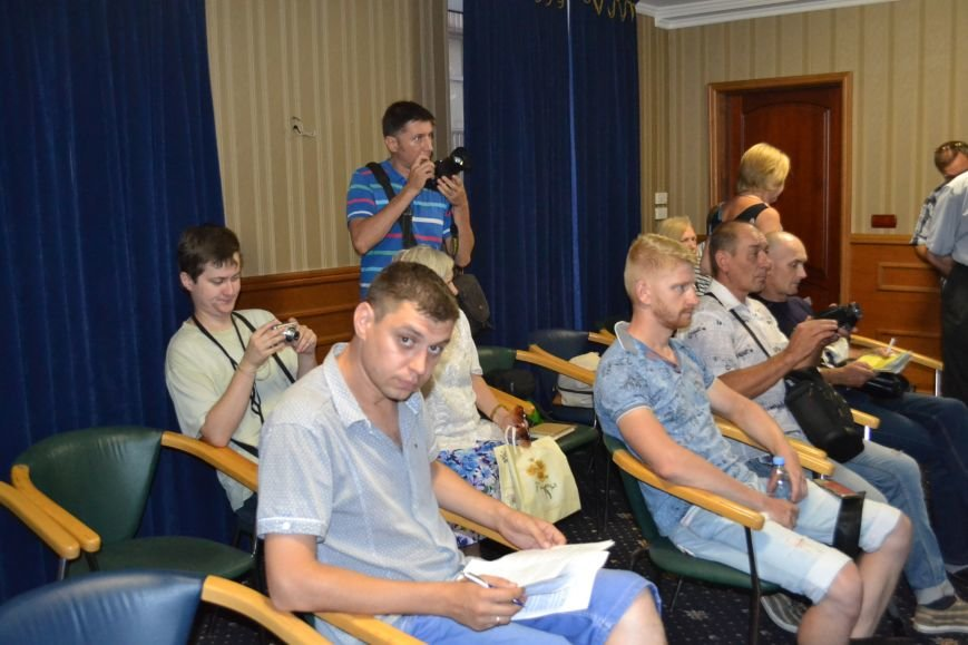 Группа шумных демагогов пыталась сорвать обсуждение предложений к новой редакции Устава громады Кривого Рога (ФОТО), фото-9