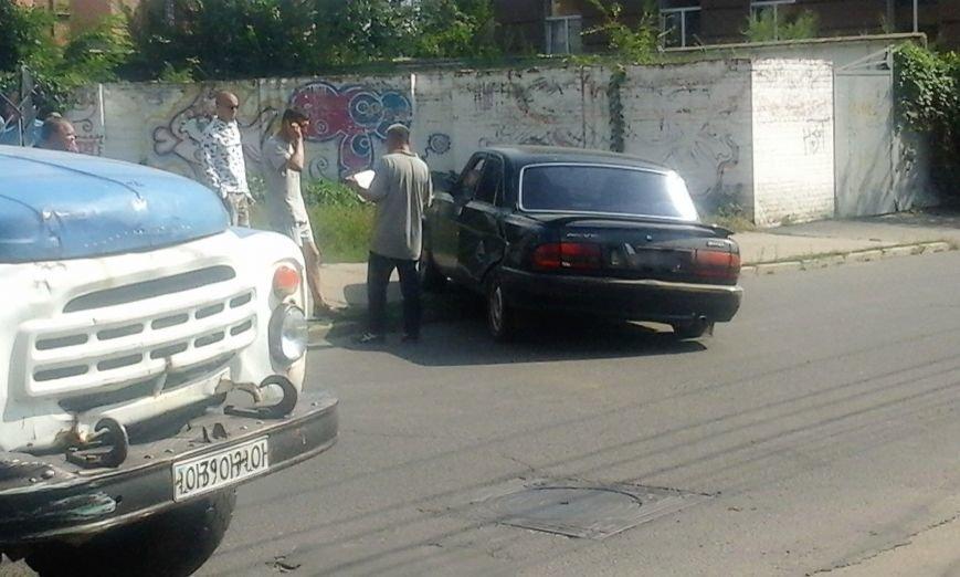 """ДТП в Кропивницком: грузовик столкнулся с """"Волгой"""" (ФОТО), фото-2"""