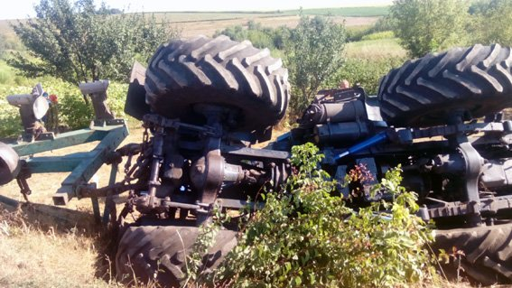 На Кировоградщине школьники угнали и разбили трактор (ФОТО), фото-2