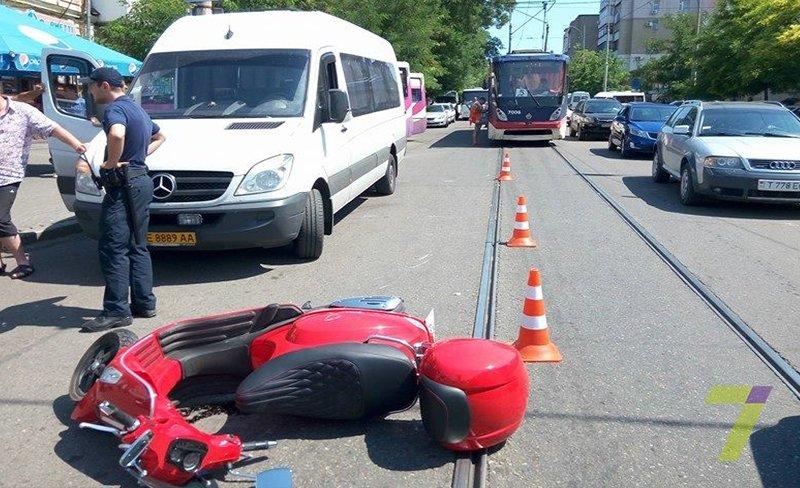 В Одессе маршрутчики напали на мотоциклистов (ФОТО), фото-3