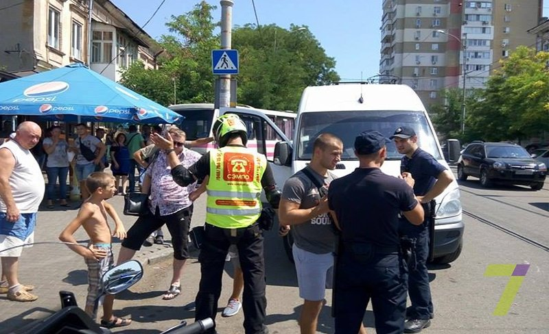 В Одессе маршрутчики напали на мотоциклистов (ФОТО), фото-2