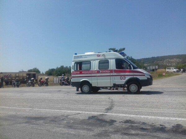 На крымской трассе иномарка врезалась в колону байкеров, - очевидцы (ФОТО), фото-1