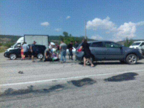 На крымской трассе иномарка врезалась в колону байкеров, - очевидцы (ФОТО), фото-2