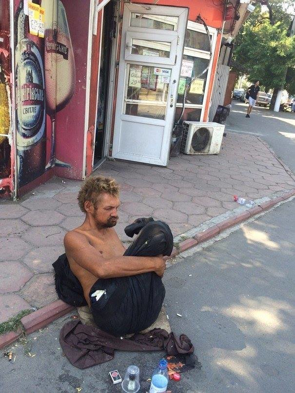 В Одессе безногий бездомный поставил в тупик соцработников, полицию и врачей (ФОТО), фото-1