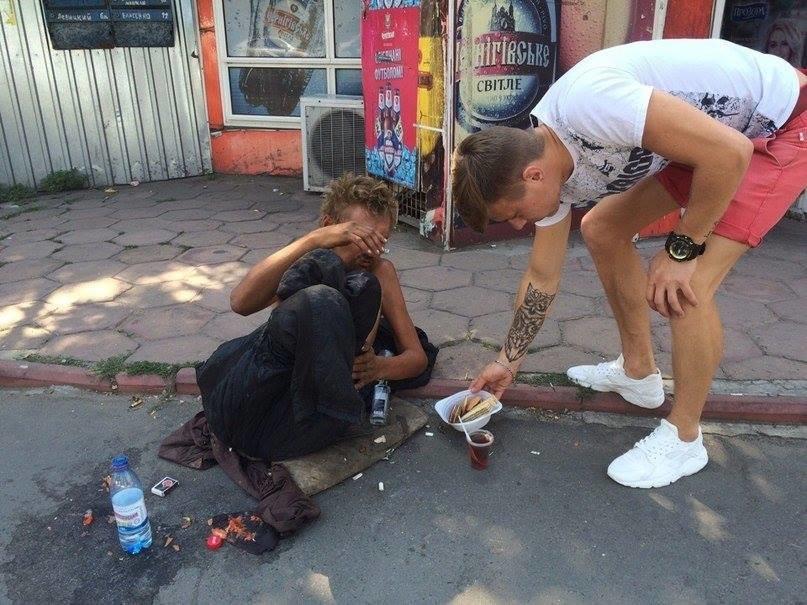 В Одессе безногий бездомный поставил в тупик соцработников, полицию и врачей (ФОТО), фото-2