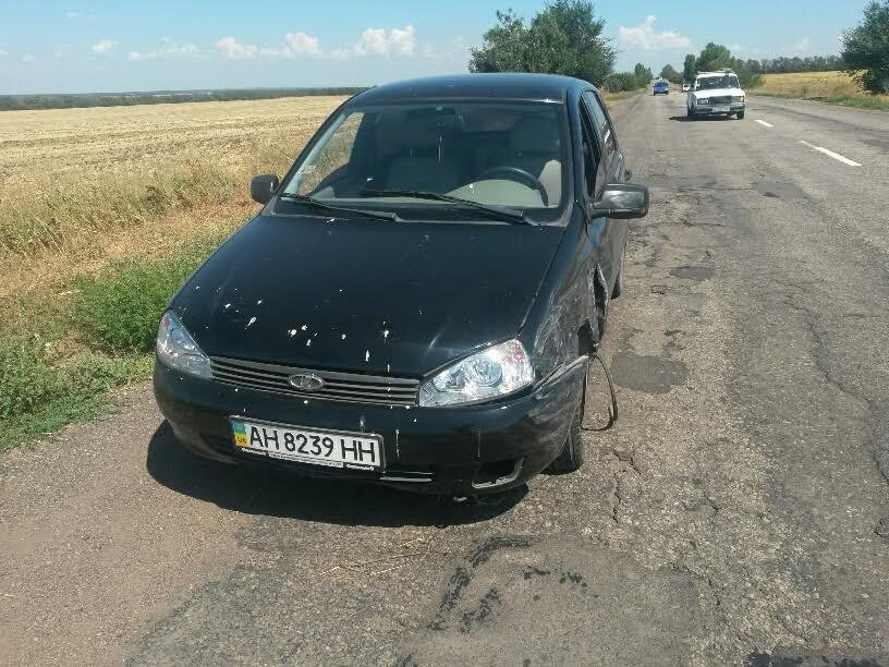 Под Мариуполем пьяный автомобилист выехал на встречку и врезался в микроавтобус (ФОТО), фото-1