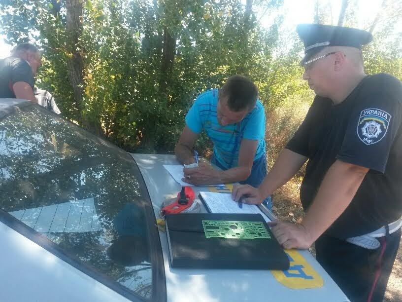 Под Мариуполем пьяный автомобилист выехал на встречку и врезался в микроавтобус (ФОТО), фото-5
