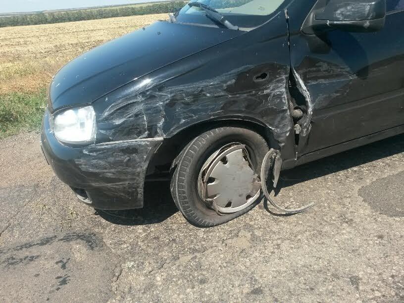 Под Мариуполем пьяный автомобилист выехал на встречку и врезался в микроавтобус (ФОТО), фото-4