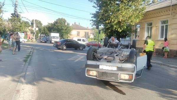 "В Кропивницком произошло ДТП: иномарка перекинула ""ВАЗ"" (ФОТО, ВИДЕО), фото-1"