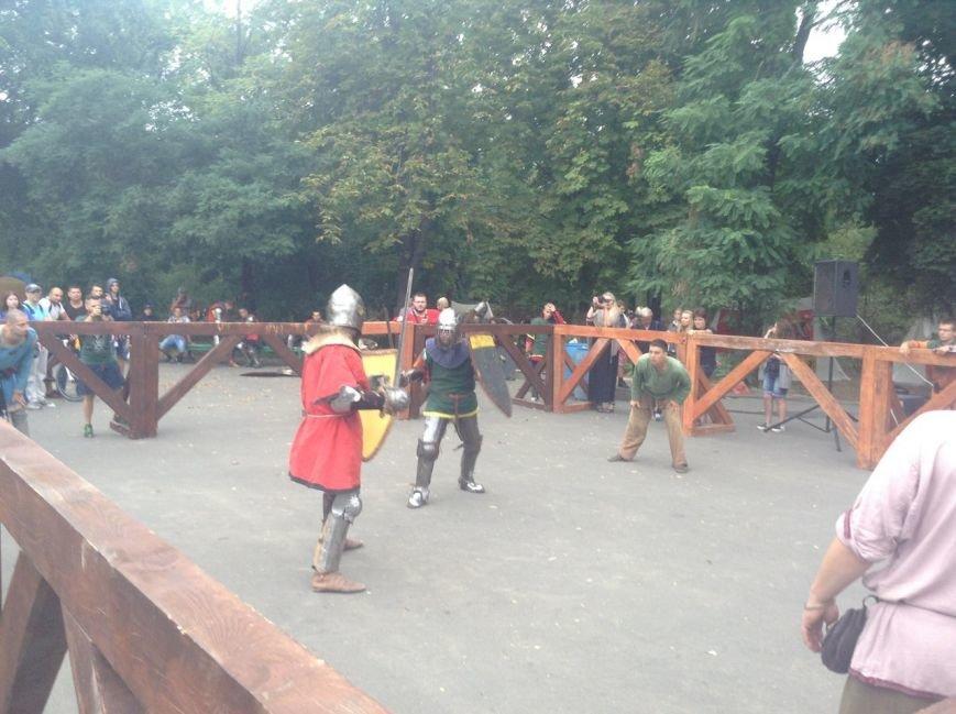 Узнай первым: что делают рыцари в Одессе и почему по улице ходят люди с мечами (ФОТО,ВИДЕО), фото-7
