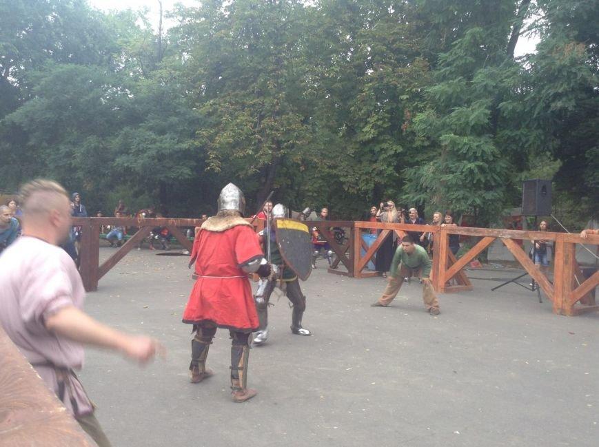 Узнай первым: что делают рыцари в Одессе и почему по улице ходят люди с мечами (ФОТО,ВИДЕО), фото-6