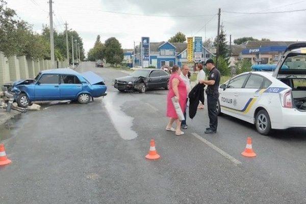 ДТП в Кропивницком: иномарка уничтожила припаркованный автомобиль (ФОТО), фото-1