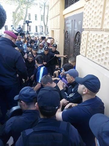 Гей-парад в центре Одессы обернулся побоищем патриотов и полиции (ФОТО), фото-2