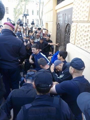 Гей-парад в центре Одессы обернулся побоищем патриотов и полиции (ФОТО), фото-4