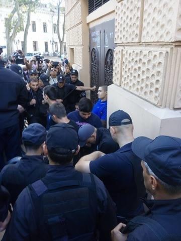 Гей-парад в центре Одессы обернулся побоищем патриотов и полиции (ФОТО), фото-3