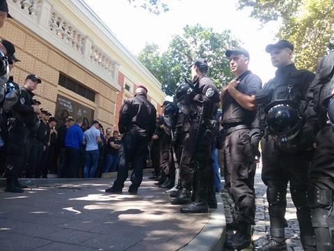 Полиция одесских гомофобов в полном составе вывезла в райотдел (ФОТО), фото-1
