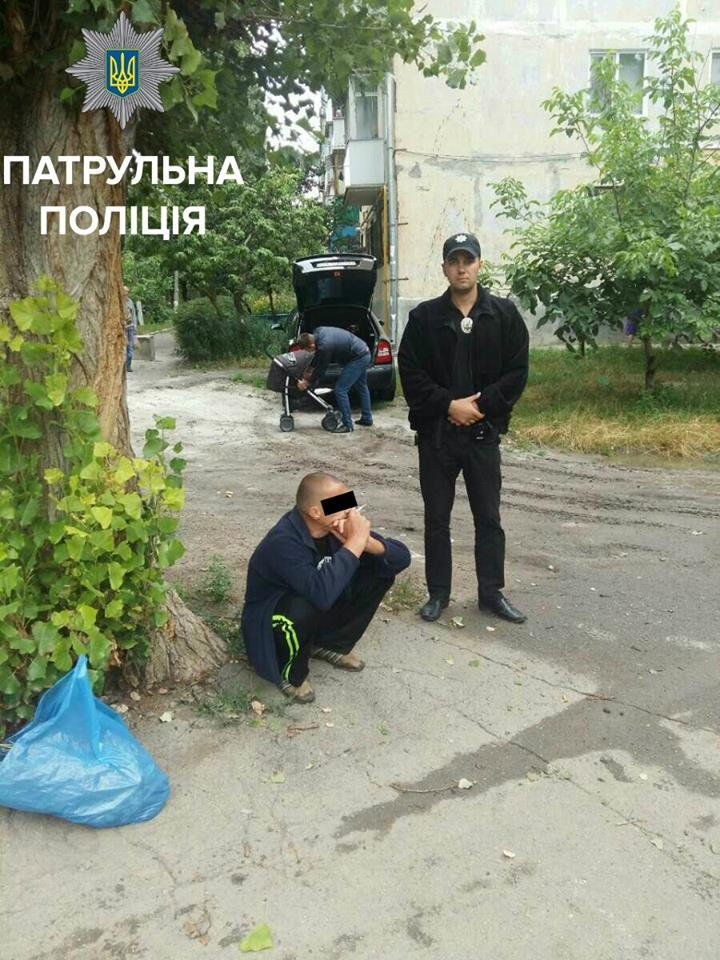 В Кропивницком патрульные поймали мужчину с полным пакетом маковой соломки (ФОТО), фото-1