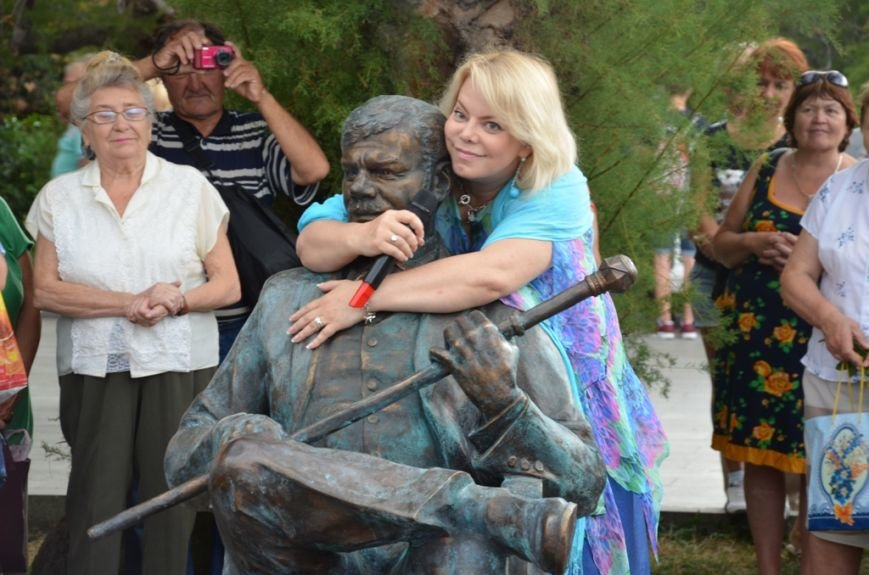 В Ялте открыли памятник Михаилу Пуговкину (14)