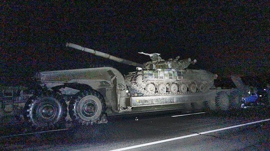 Под Мариуполем автомобиль врезался в тягач с военной техникой. Погибла женщина и ребенок (ФОТО, 18+, ДОПОЛНЕНО, ВИДЕО), фото-5