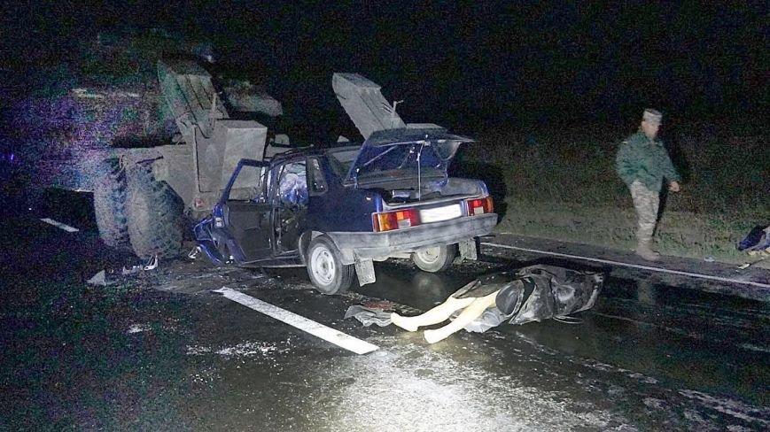 Под Мариуполем автомобиль врезался в тягач с военной техникой. Погибла женщина и ребенок (ФОТО, 18+, ДОПОЛНЕНО, ВИДЕО), фото-9