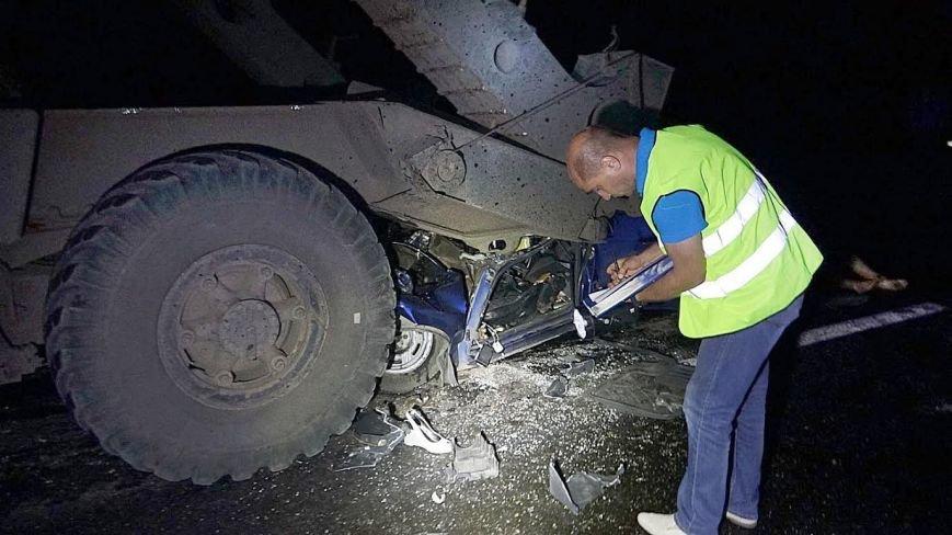 Под Мариуполем автомобиль врезался в тягач с военной техникой. Погибла женщина и ребенок (ФОТО, 18+, ДОПОЛНЕНО, ВИДЕО), фото-7
