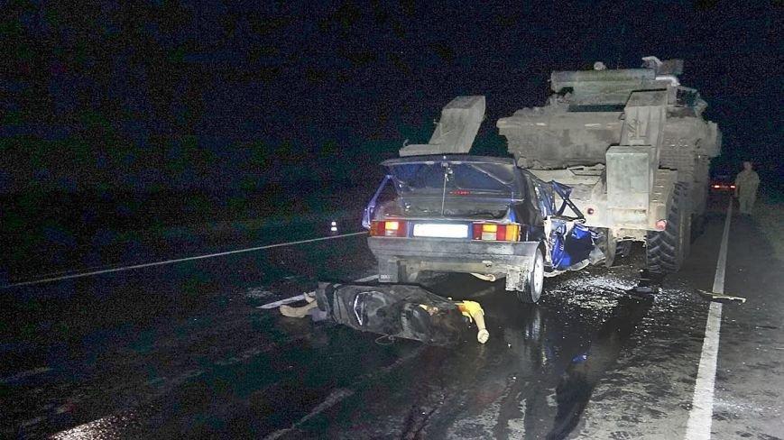 Под Мариуполем автомобиль врезался в тягач с военной техникой. Погибла женщина и ребенок (ФОТО, 18+, ДОПОЛНЕНО, ВИДЕО), фото-6