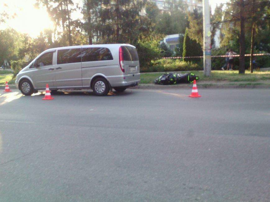 "В Кривом Роге байк ""влетел"" в минибус во время маневра на дороге (ФОТО), фото-1"