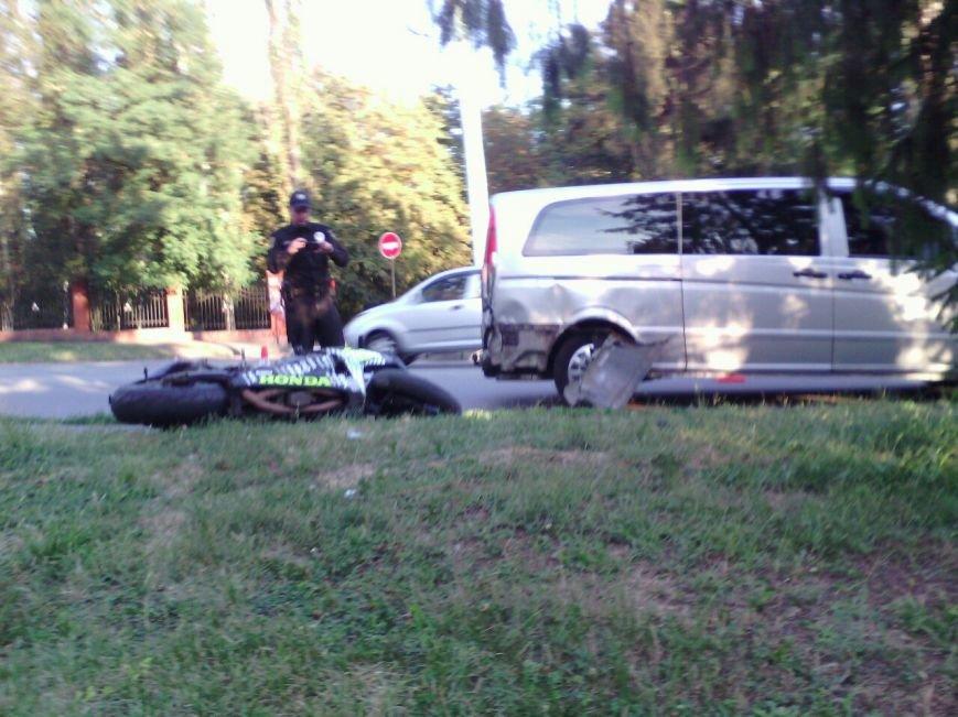 "В Кривом Роге байк ""влетел"" в минибус во время маневра на дороге (ФОТО), фото-2"