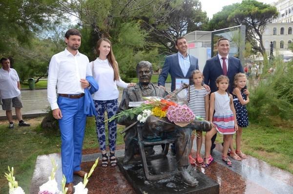 В Ялте открыли памятник Михаилу Пуговкину, фото-1