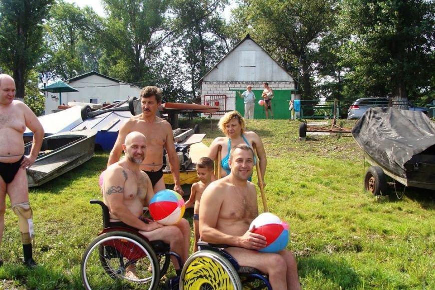 Каменские спортсмены-инвалиды устроили заплыв на Днепре, фото-1
