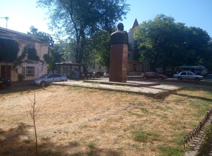 В центре Одессы вандалы поломали памятник Малиновскому (ФОТО), фото-6