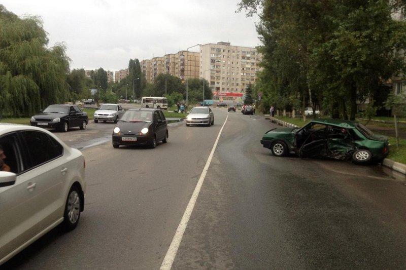 В Белгороде в столкновении двух машин пострадал пешеход, фото-3