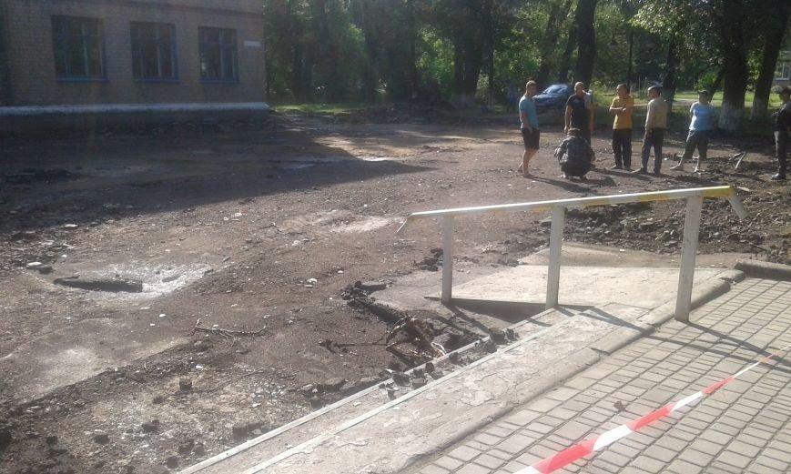 В Авдеевке начались работы по реконструкции пришкольной территории (ФОТО), фото-2