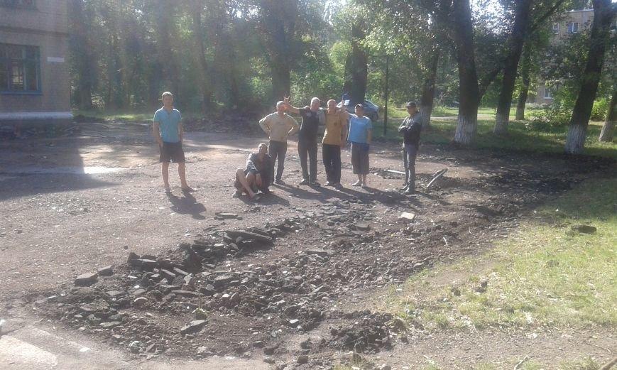 В Авдеевке начались работы по реконструкции пришкольной территории (ФОТО), фото-4