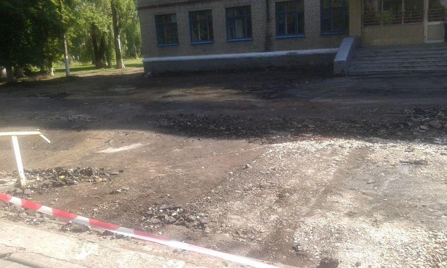 В Авдеевке начались работы по реконструкции пришкольной территории (ФОТО), фото-1