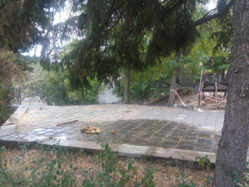 Уголок старой Одессы укладывают новой плиткой (ФОТО), фото-5