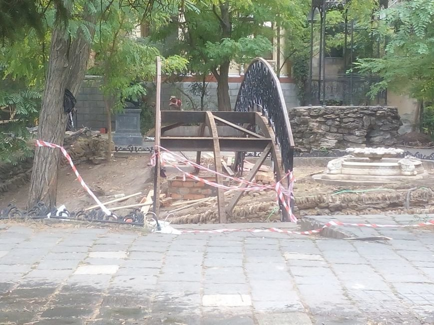 Уголок старой Одессы укладывают новой плиткой (ФОТО), фото-6