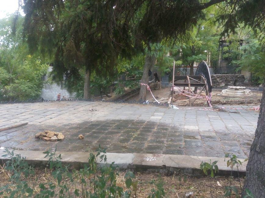 Уголок старой Одессы укладывают новой плиткой (ФОТО), фото-7