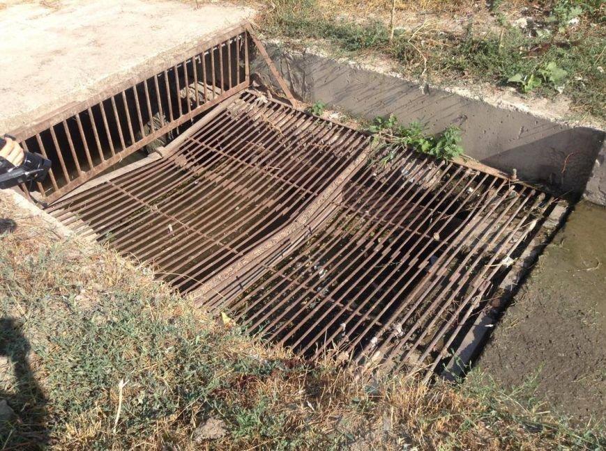 Мариупольцы сегодня увидели две стороны прочистки  одной ливневки (ФОТО), фото-6