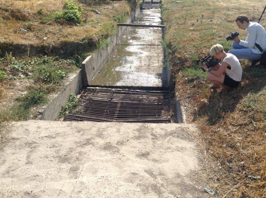 Мариупольцы сегодня увидели две стороны прочистки  одной ливневки (ФОТО), фото-3