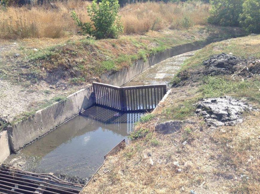 Мариупольцы сегодня увидели две стороны прочистки  одной ливневки (ФОТО), фото-4